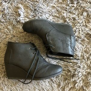 Toms wedges size 7.5